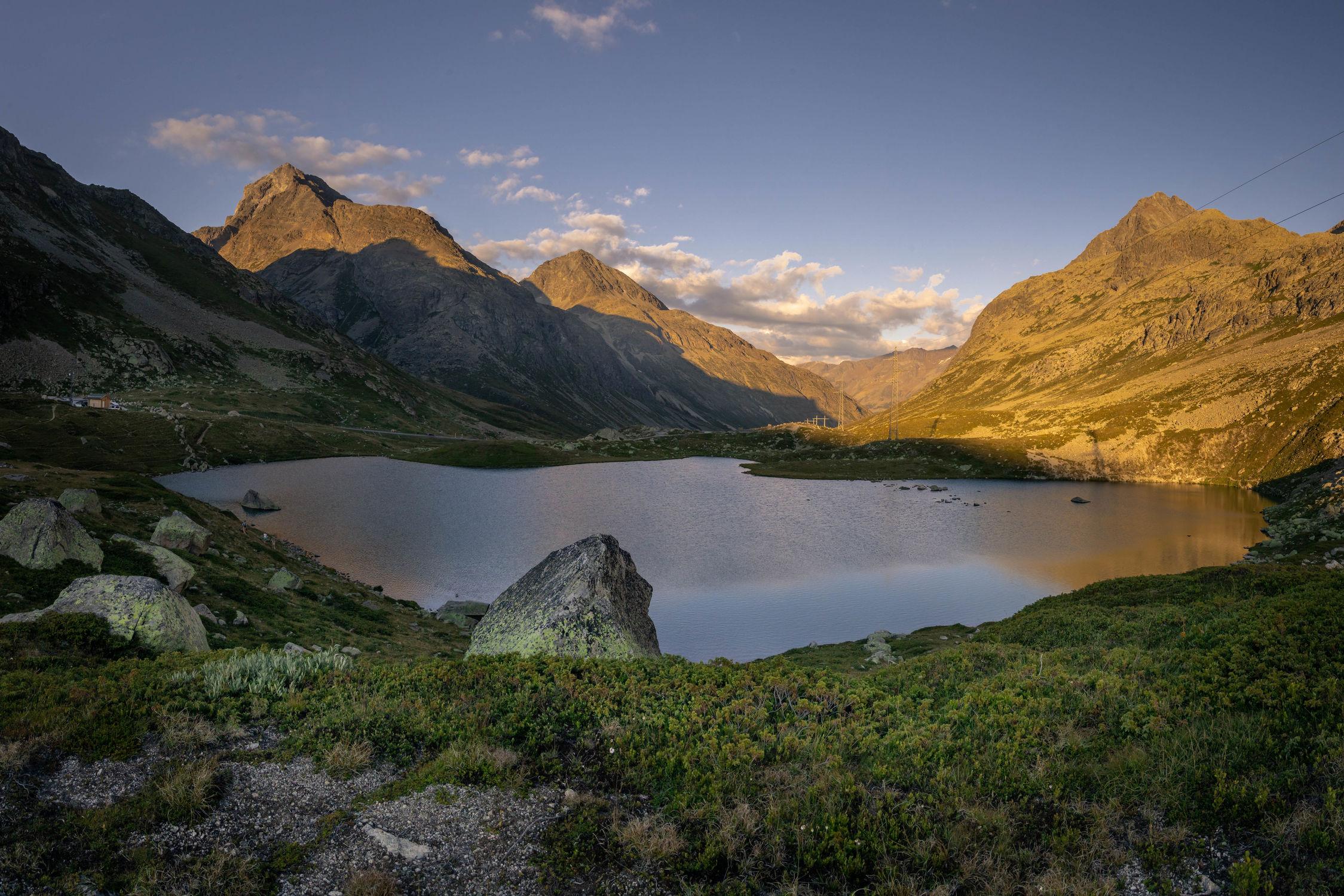 Bild mit Sommer, Panorama, Seeblick, Blauer Himmel, See, Landschaftspanorama, in den Bergen, schweizeralpen, bergen, julierpass