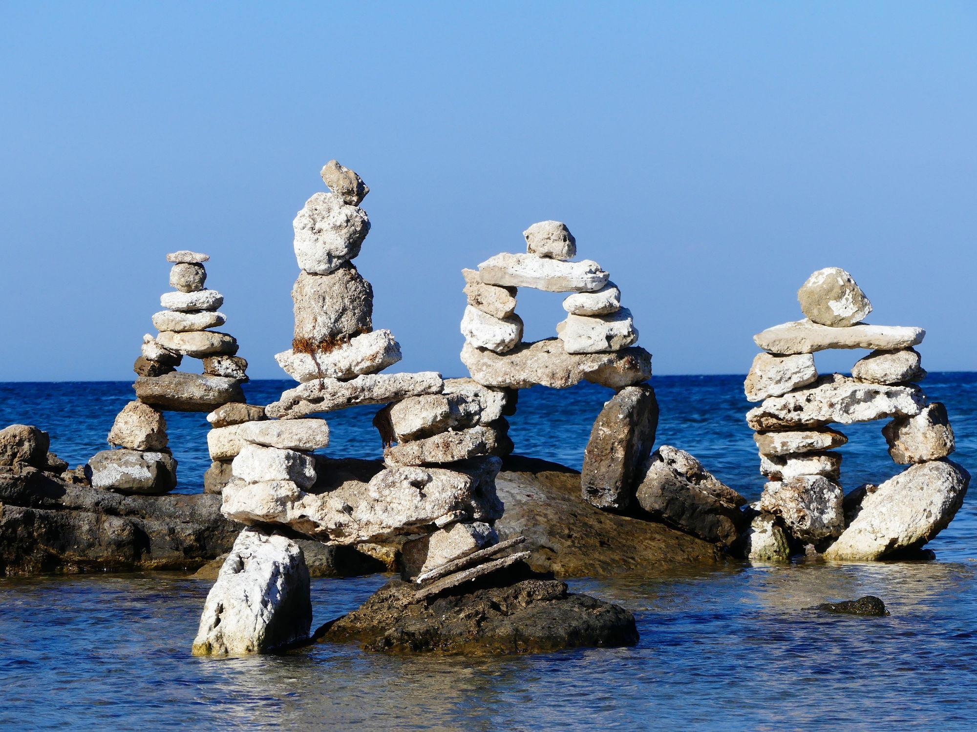 Bild mit Urlaub, Strand, Meer, Steine, gestapelte Steine, Griechenland