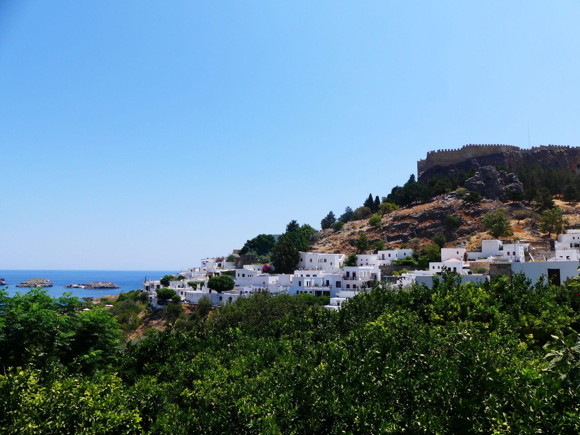 Bild mit Felsen, Häuser, Mittelmeer, Küste, Griechenland
