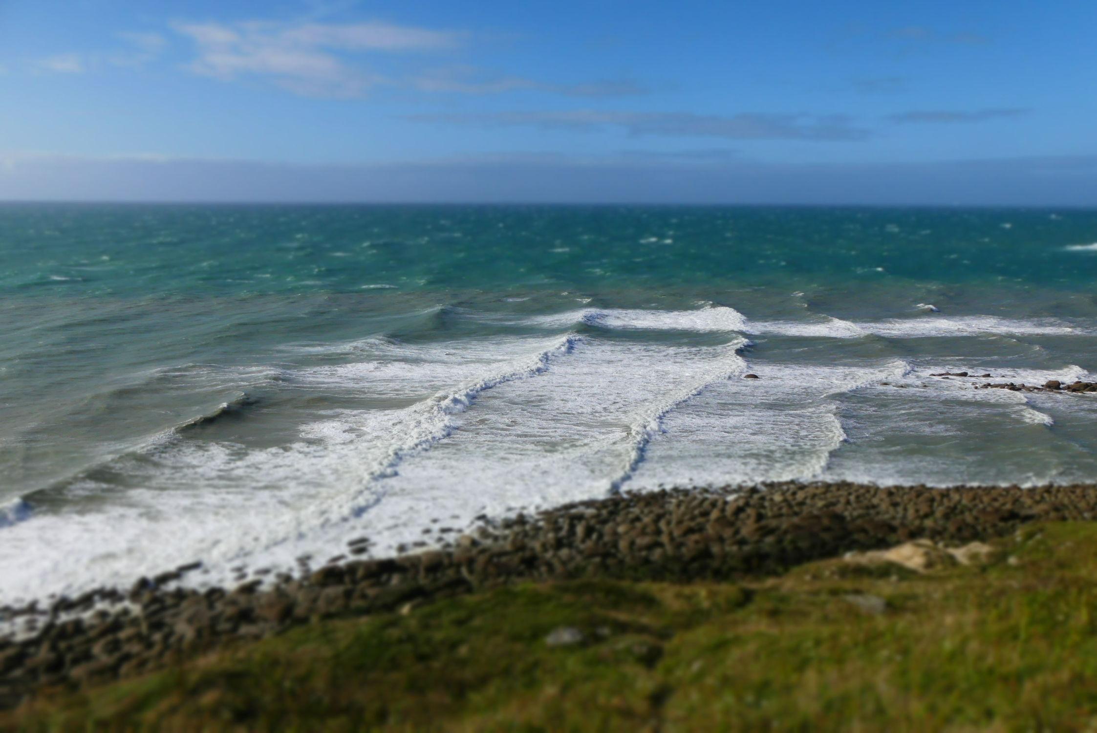 Bild mit Felsen, Wellen, Meer, Steine, Küste, Felsenküste, Unschärfe, Schärfe