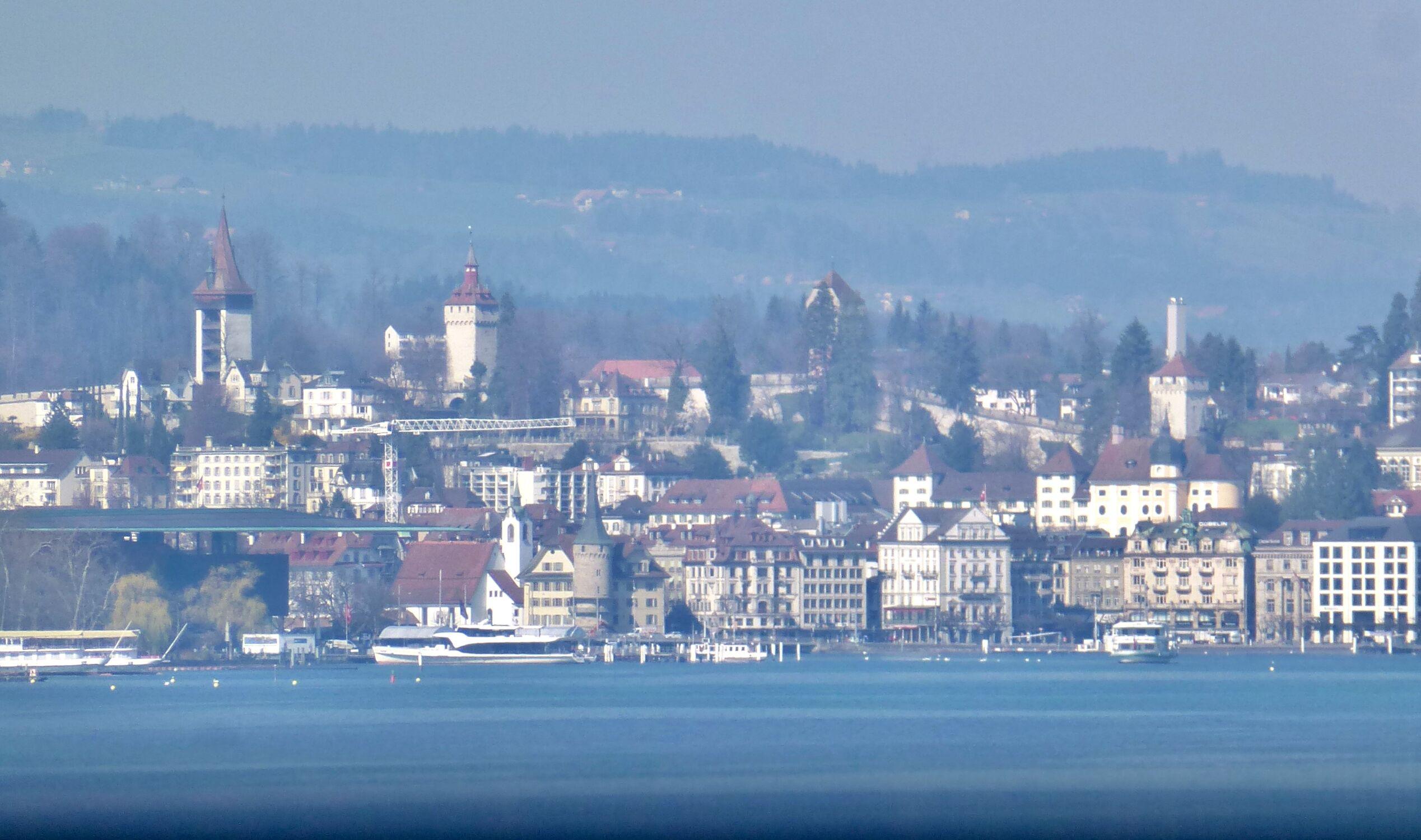 Bild mit Berge, Stadt, See