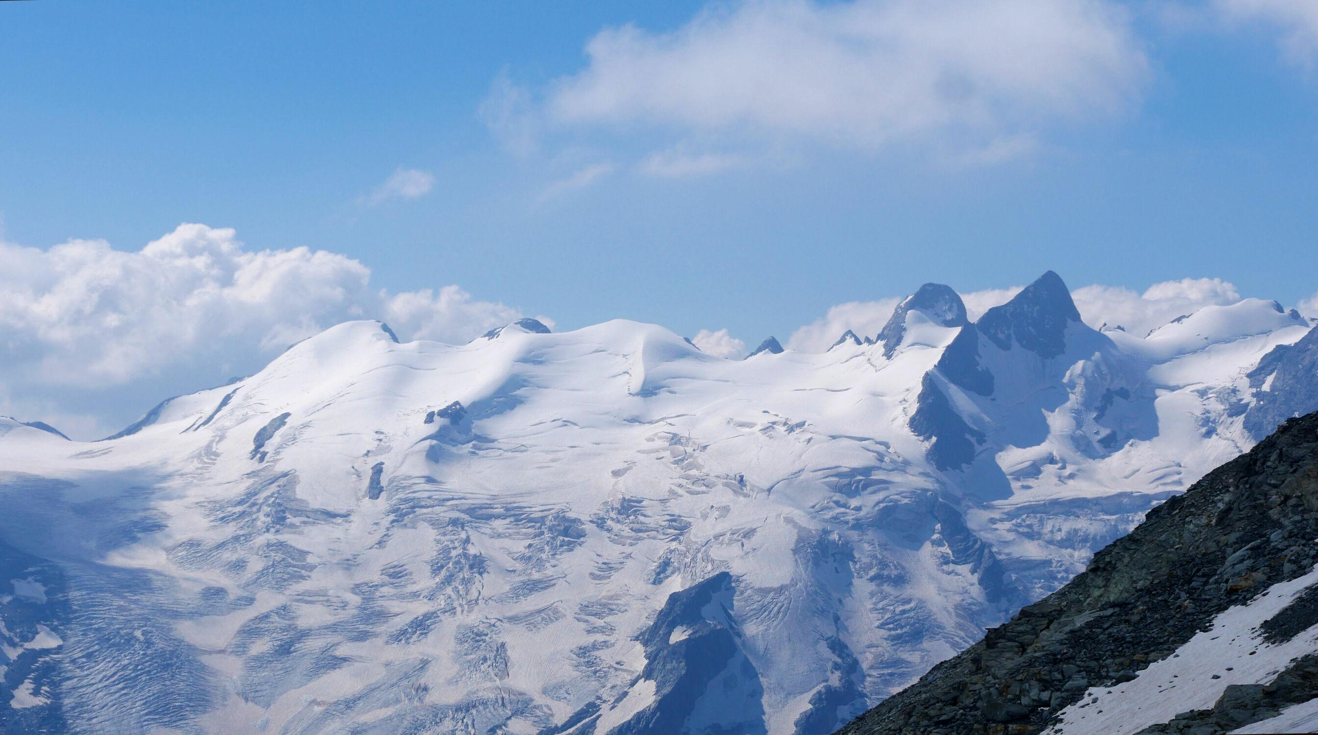 Bild mit Natur, Schnee, Felsen, Tageslicht, Gebirgskette, Alpen Panorama, Blauer Himmel, Berggipfel, schweizeralpen