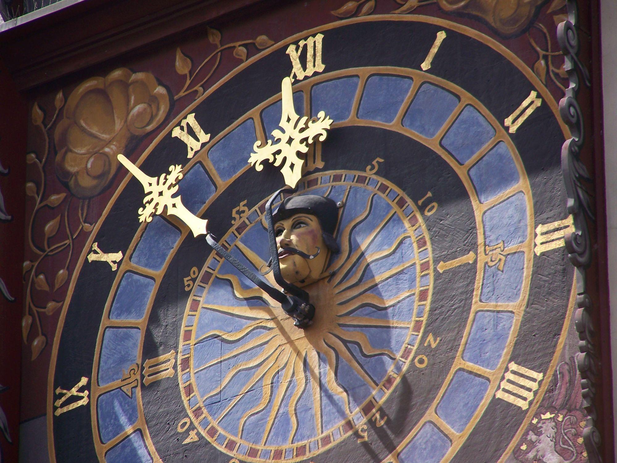 Bild mit Architektur, Turmuhr, Görlitz, historische Altstadt, detailaufnahme, gold