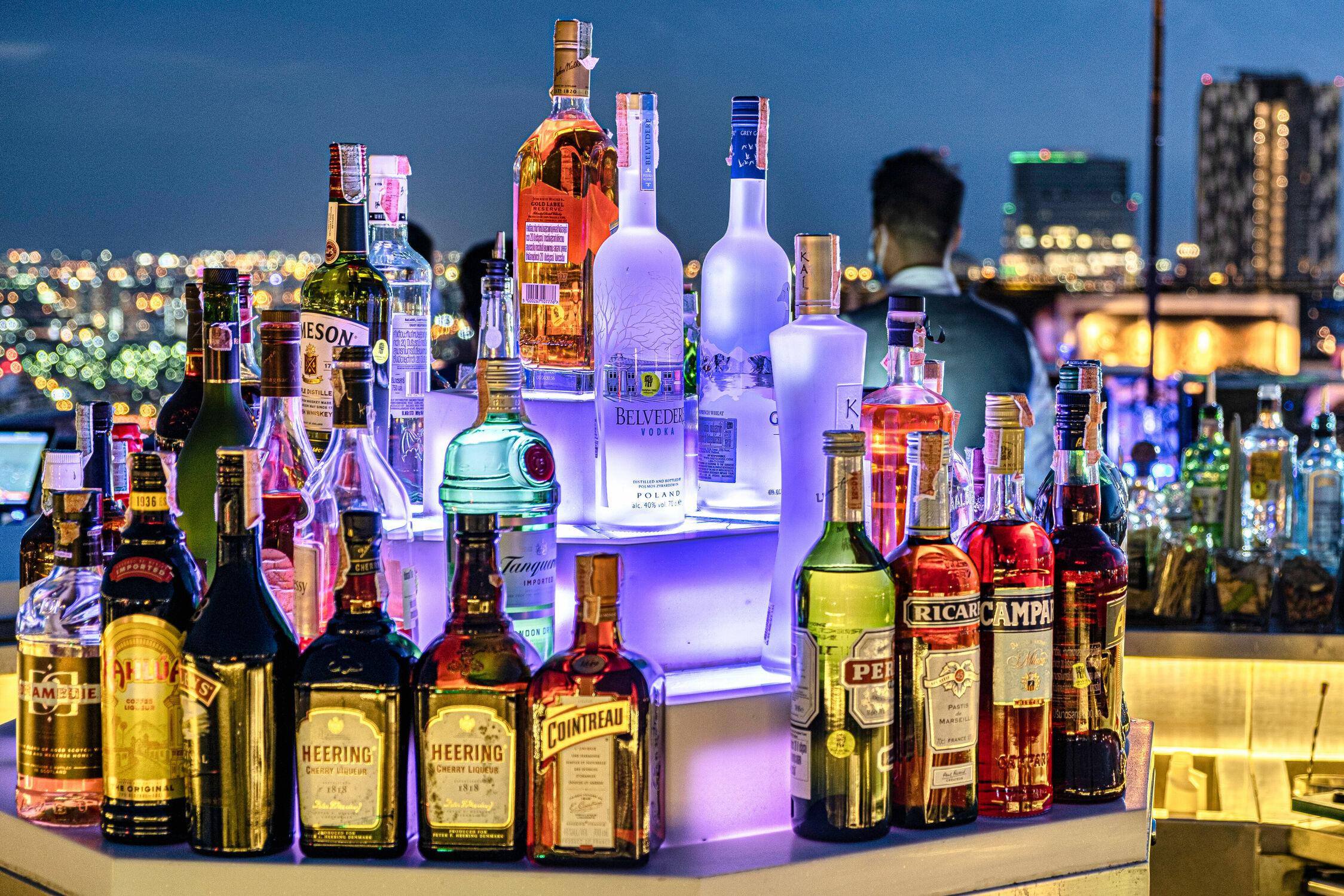 Bild mit Alkohol, Sky panorama, Skylines & Hochhäuser, Skyline, drinks, skyscraper, Cocktail, Thailand, Bangkok