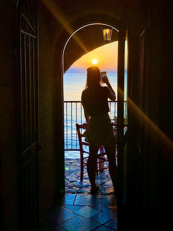 Bild mit Sonnenuntergang, Italien, Meerblick, Meer, Reisen, Frau, Sizilien