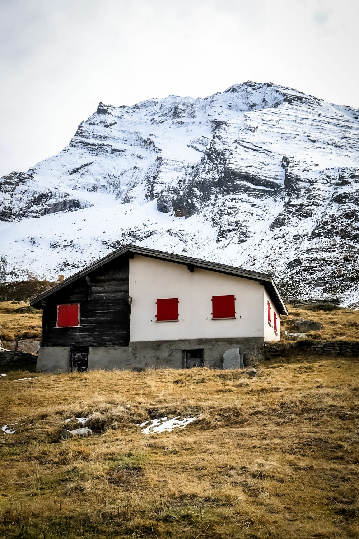Bild mit Landschaften, Winter, Schnee, Rot, Herbst, Landschaft, Pass, Simplon, Wallis, Chalet