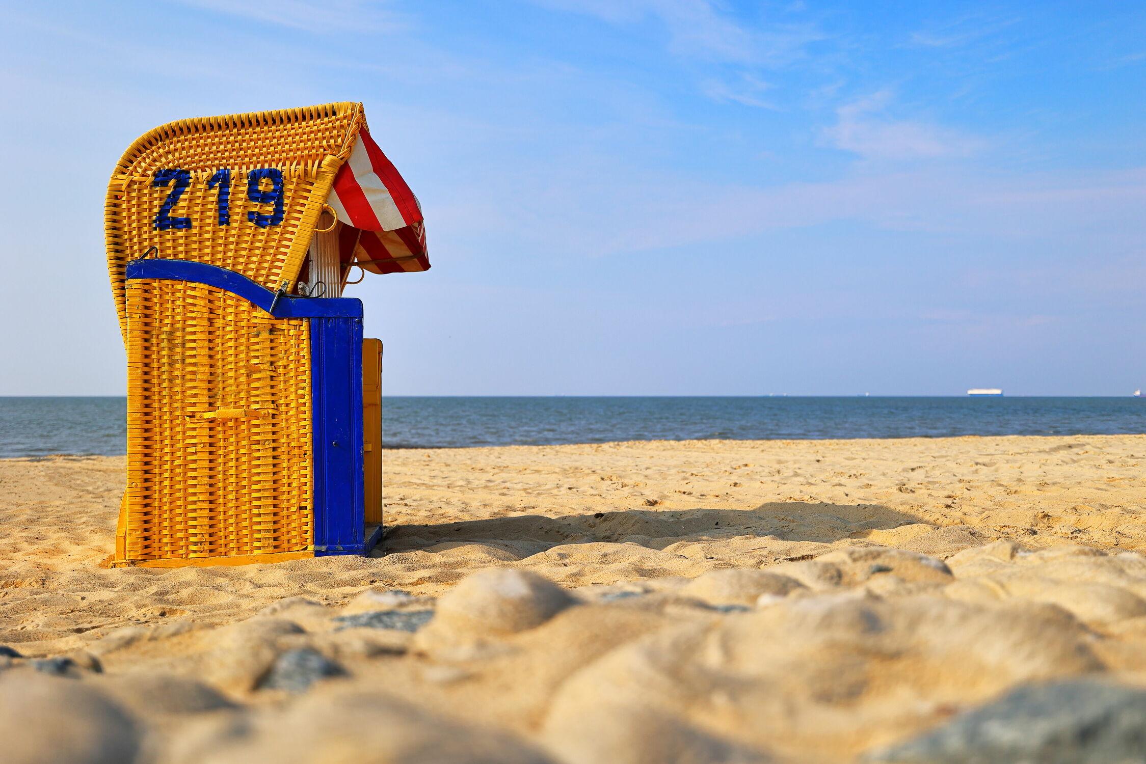 Bild mit Sand, Urlaub, Deutschland, Windsurfen, Strandblick, Freizeitaktivitäten, Nordseeküste, Elbe, Salzluft, Cuxhaven