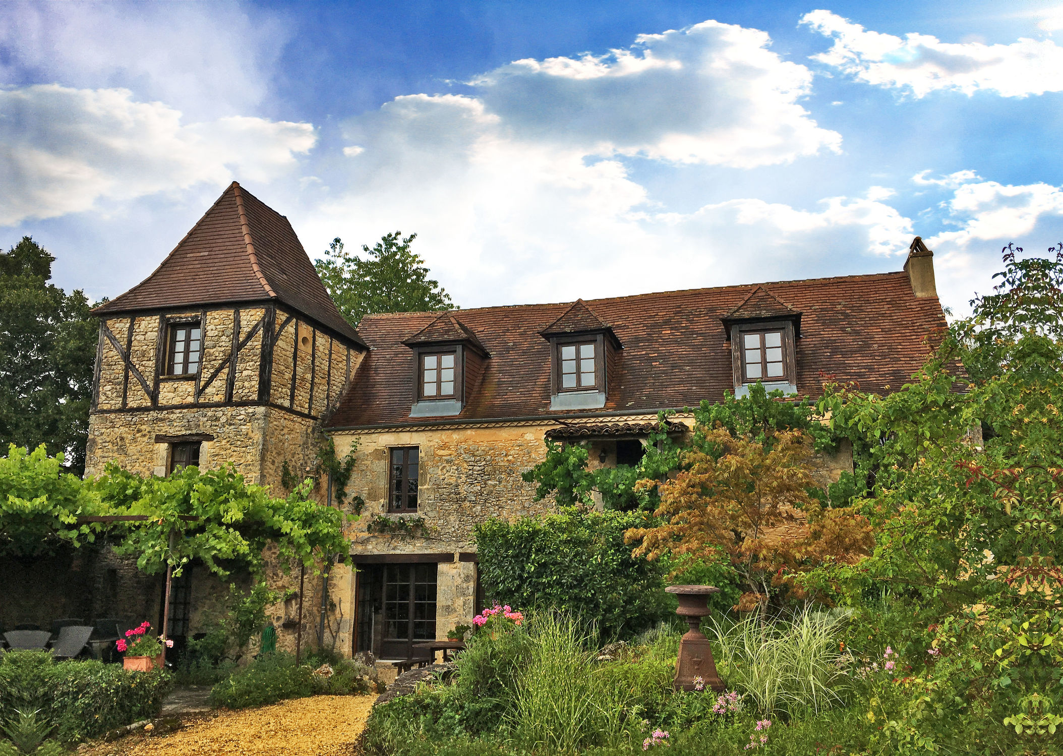 Bild mit Gebäude, Frankreich, Meyrals, Périgord, château de la Borderie, Anwesen, Gutshaus, Herrenhaus, Schloss, Rittergut, Weingut, Adelsgut