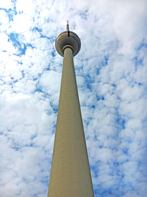 Bild mit Berlin, Fernsehturm, Berliner Fernsehturm, höchste Bauwerk Deutschlands mit 368 Metern, Berlin Mitte, Alexanderplatz, Sehenswürdigkeit