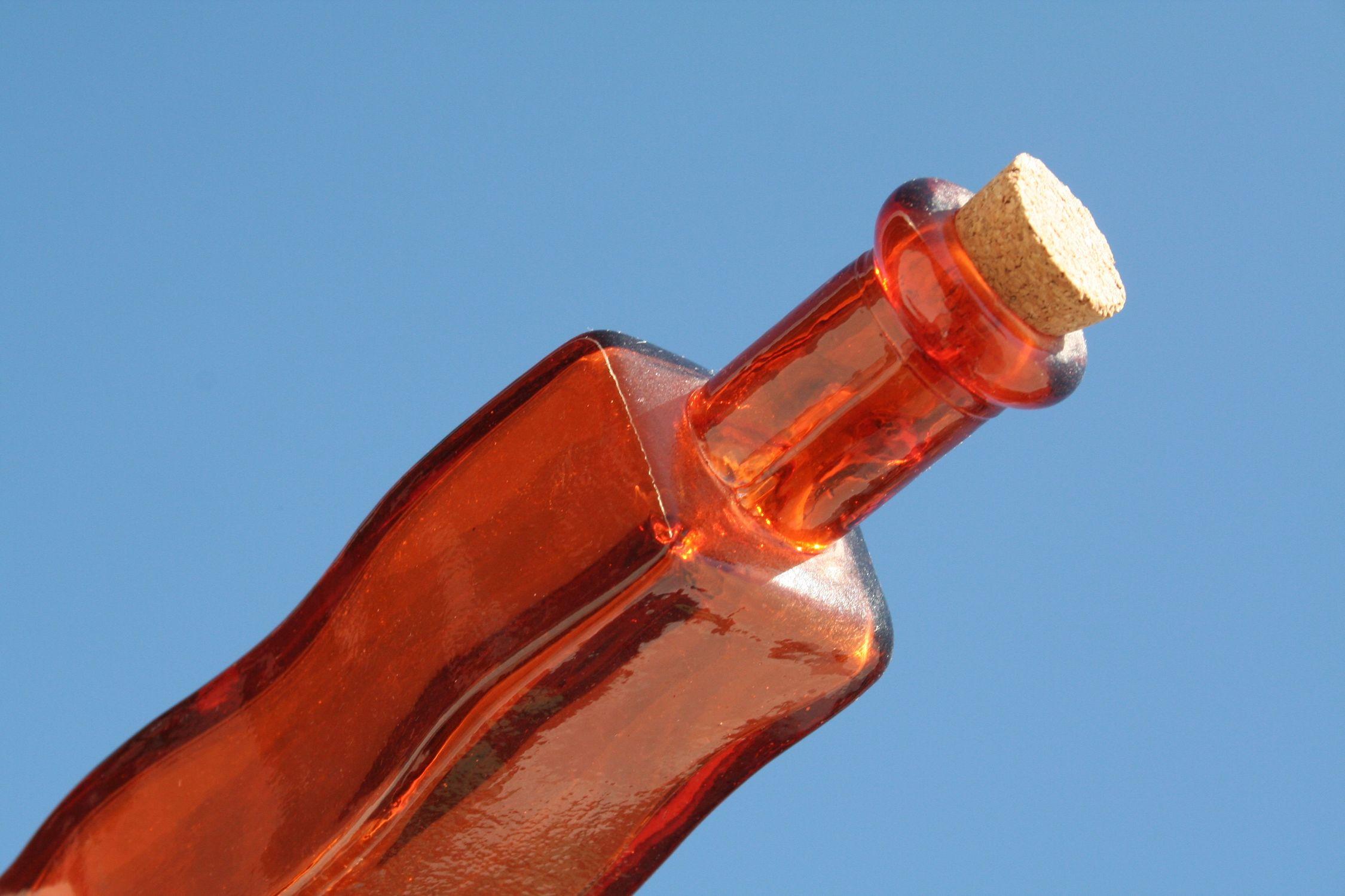 Bild mit Gegenstände, Lebensmittel, Trinken, Flaschen, Flasche, Bottle