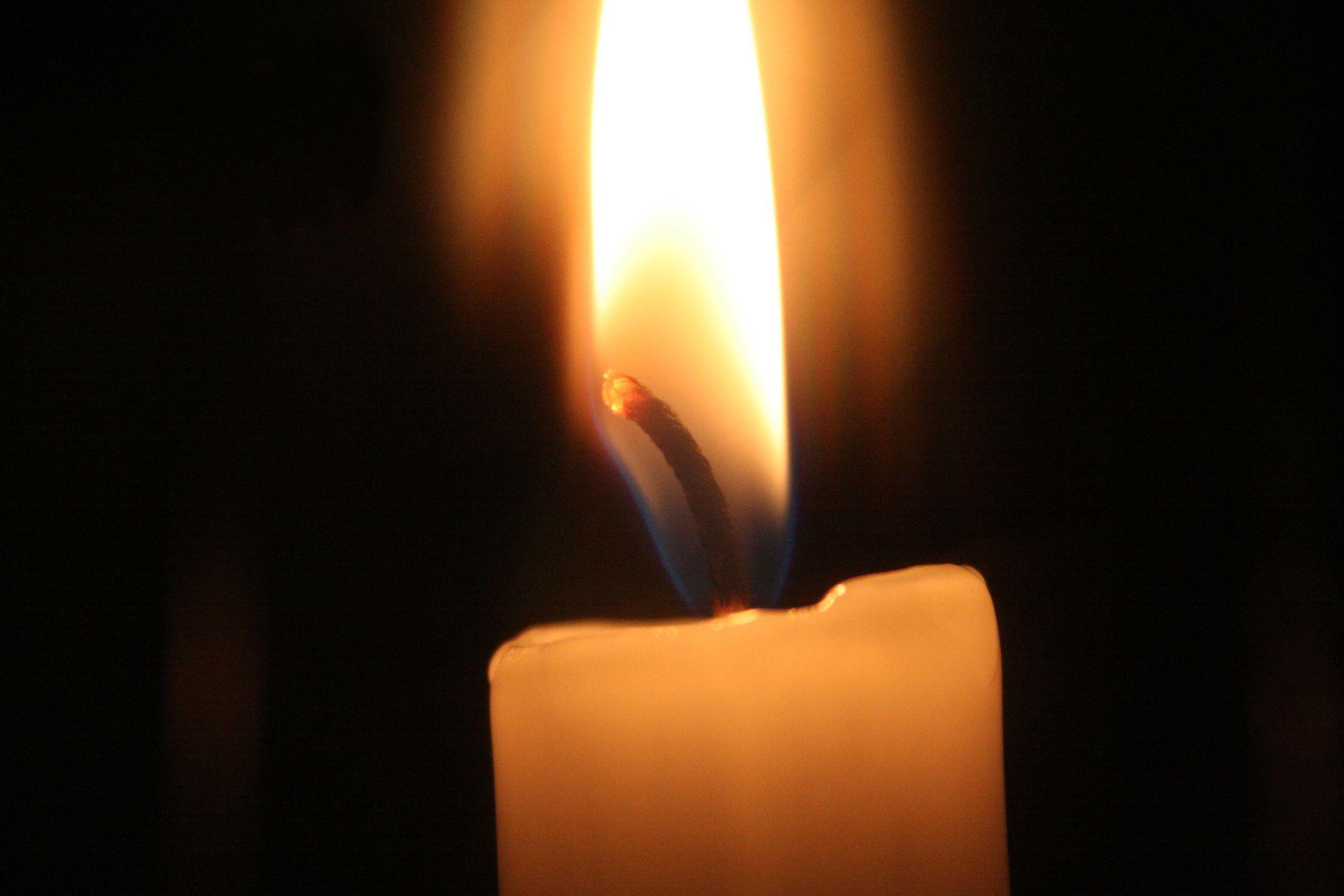 Bild mit Natur, Elemente, Himmel, Feuer, Flammen, Dunkelheit, Kerze, Kerzen, Kerzenlicht, romantik, Kerzenschein, Meditation, candel, candel light, light, Licht