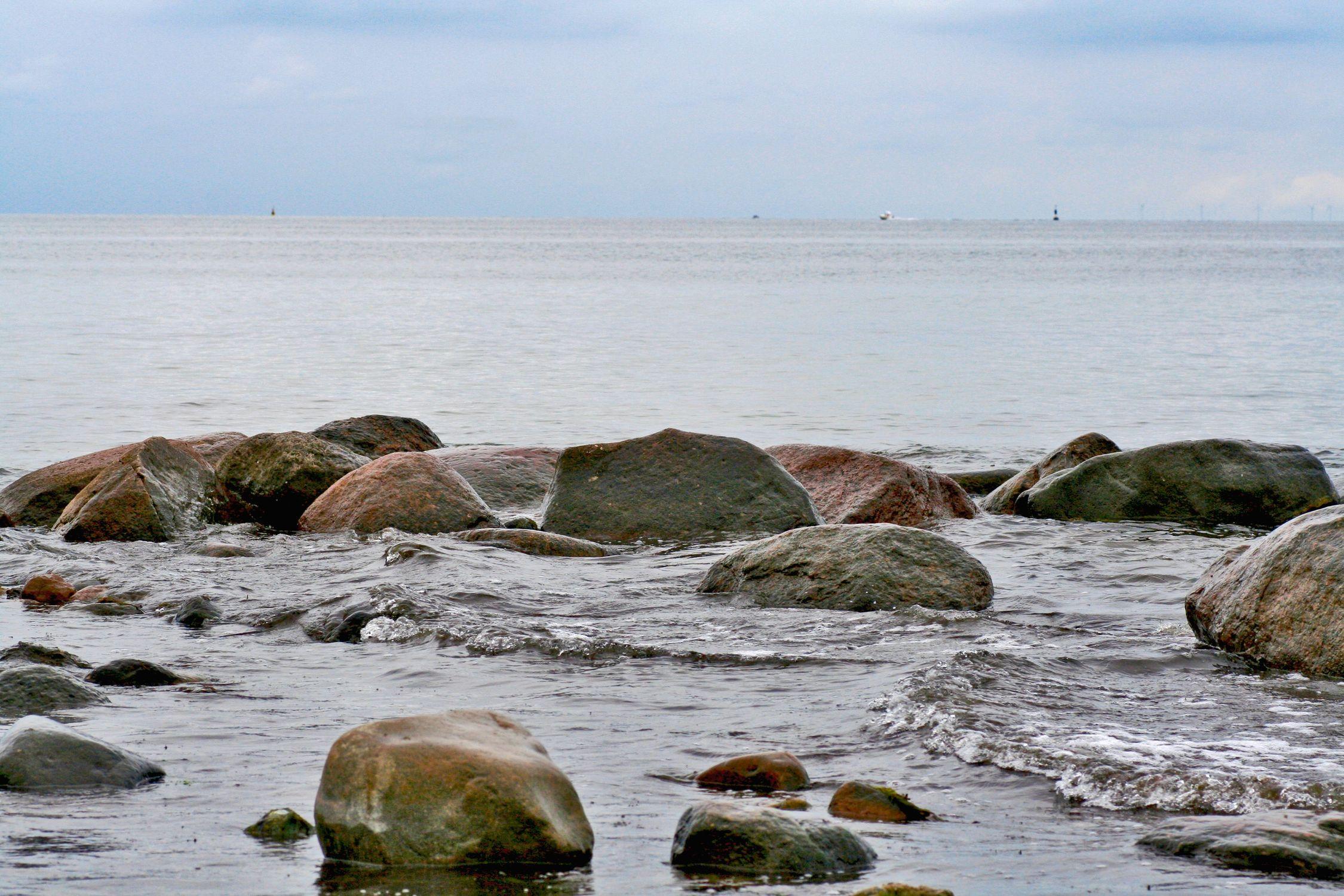 Bild mit Natur, Elemente, Wasser, Pflanzen, Landschaften, Himmel, Bäume, Gewässer, Küsten und Ufer, Felsen, Meere, Strände, Horizont, Brandung, Wellen, Buchten, Inseln