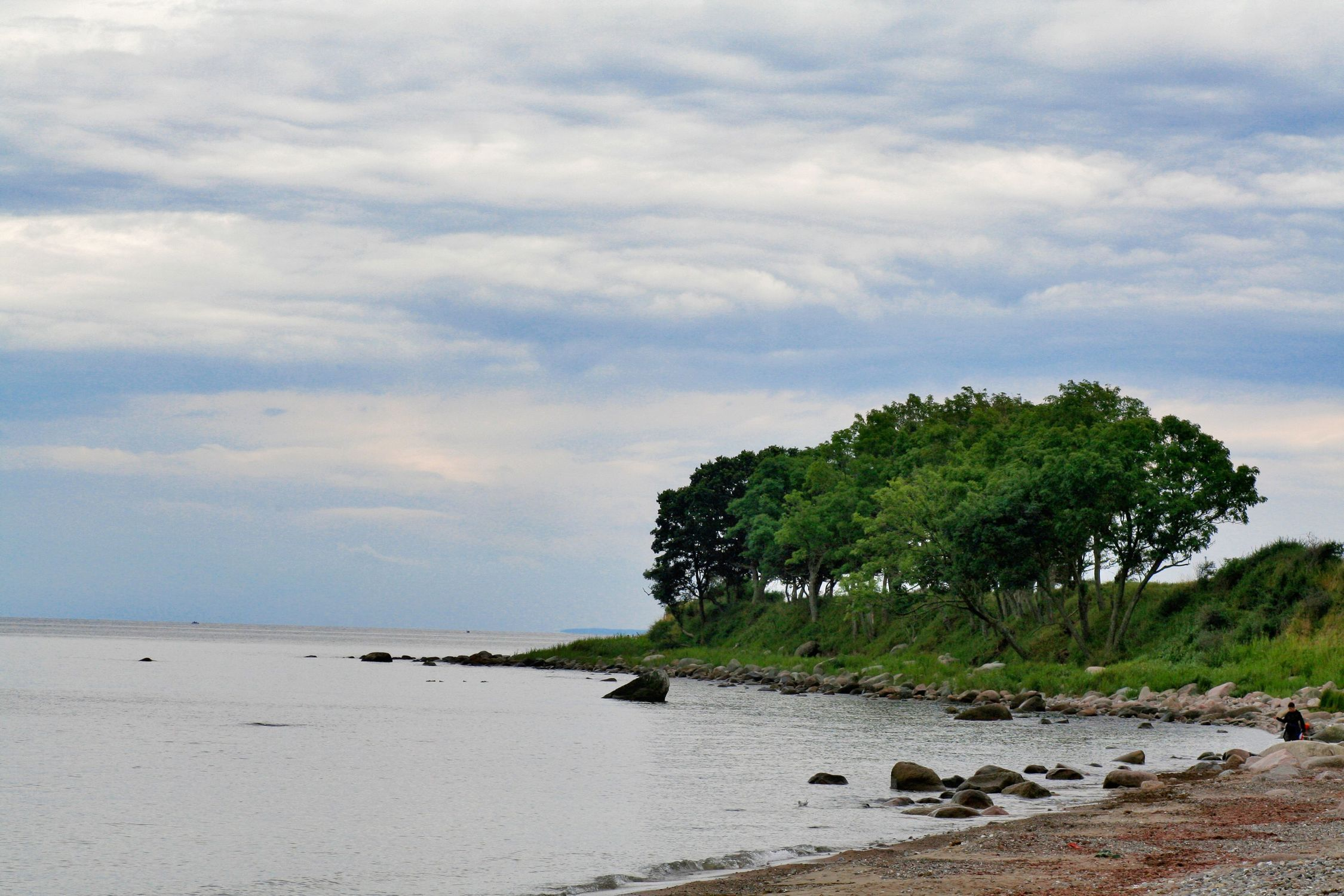 Bild mit Natur, Elemente, Wasser, Pflanzen, Landschaften, Himmel, Bäume, Wolken, Gewässer, Küsten und Ufer, Flüsse, Felsen, Meere, Strände, Horizont, Brandung, Buchten, Landschaft