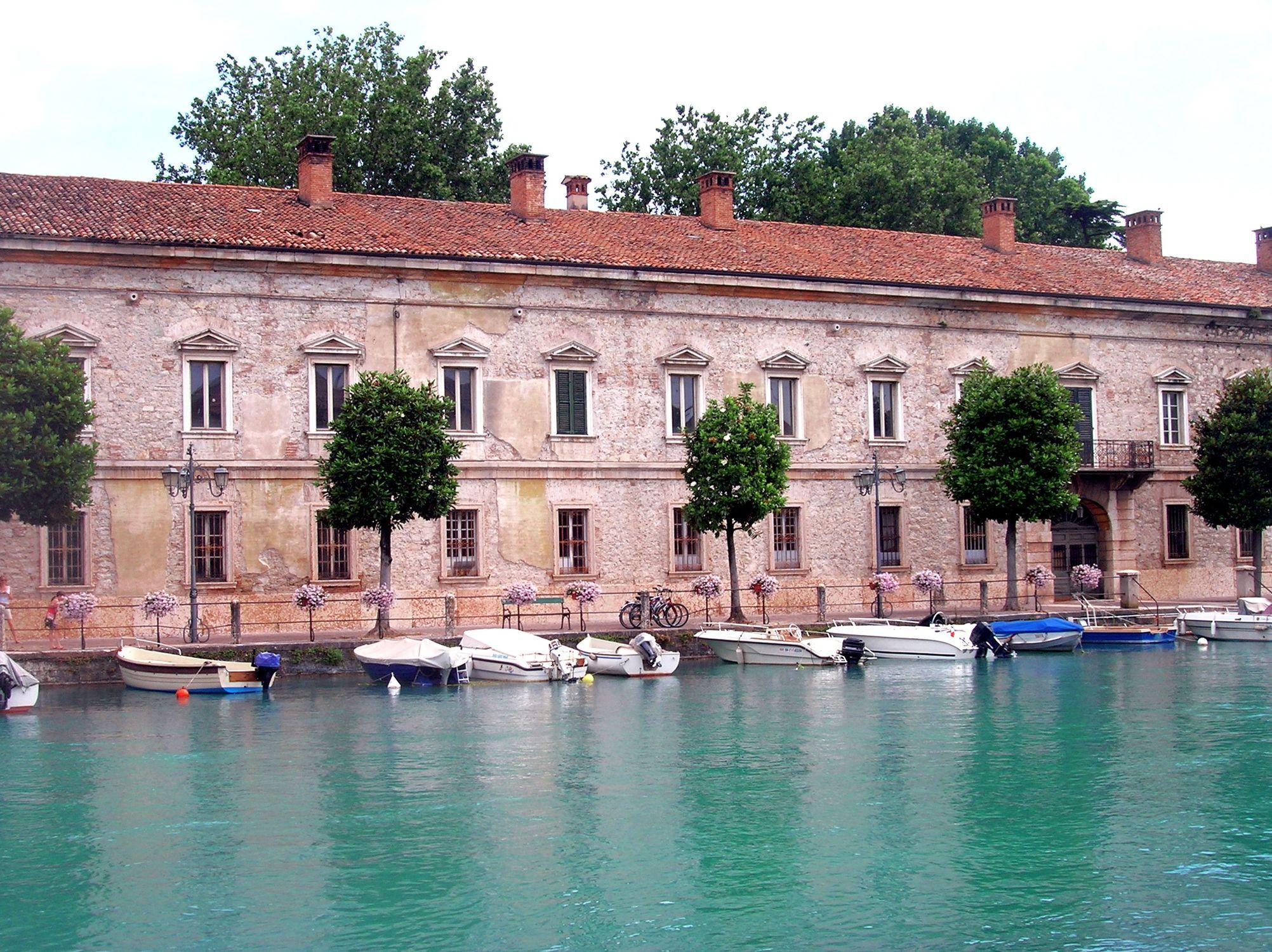 Bild mit Natur, Elemente, Wasser, Landschaften, Gewässer, Flüsse, Architektur, Bauwerke, Gebäude, Wahrzeichen, Italien, Kanäle