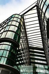 Bild mit Architektur, Glas, England, London, Stadt, Reisen, Reisefotografie, Europa, modern, Großstadt, großbritannien, Westminster, Streetfotografie, UK, Einkaufscenter, Glasfassade, Victoria Street, Center, Shopping