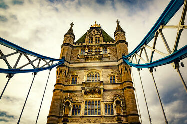 Bild mit Wahrzeichen, Tower Bridge, England, London, Sehenswürdigkeit, Brücke, Perspektive, Reisen, Reisefotografie, turm, Europa, Großstadt, großbritannien, Tourismus, Weltstadt, UK, Brückengeländer
