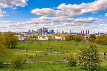 Bild mit Menschen, Frühling, Architektur, Sonne, England, London, Themse, Sehenswürdigkeiten, Skyline, wolkenkratzer, Fluss, Hochhäuser, Tourismus, UK, Greenwich, Queenshouse