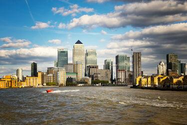 Bild mit Wasser, Architektur, Häuser, England, London, Stadt, Themse, Reisefotografie, Sehenswürdigkeiten, Europa, Skyline, wolkenkratzer, stadtansicht, großbritannien, Fluss, Hochhäuser, Tourismus, Weltstadt, UK