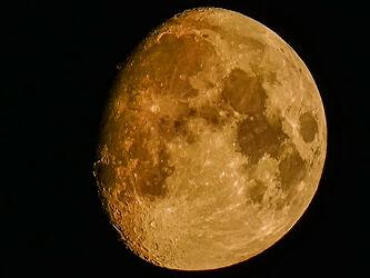 Bild mit Horizont, Mond, Halbmond, Zoom, Lunar