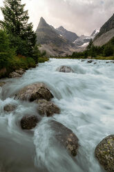 Bachlauf mit Alpenpanorama