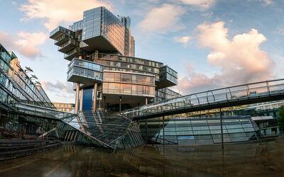 Bild mit Architektur, Gebäude, Glas, Stadt, Spiegelung, Abendsonne, Hannover
