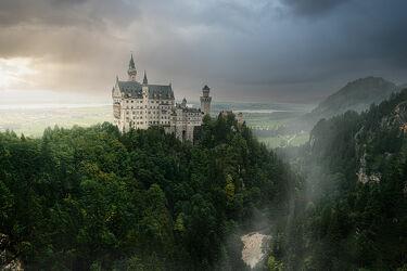 Bild mit Berge, Bäume, Nebel, Schloss, Landschaft, Burg, Allgäu, Bayern, Neuschwarnenstein, Schloss Neuschwarnenstein