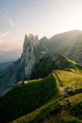 Bild mit Berge, Sonnenuntergang, Sommer, Sonnenaufgang, Alpen, Landschaft, Sonnenlicht, Schweiz, Zelt