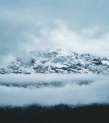 Bild mit Berge, Schnee, Wolken, Nebel, Wald, drama, Engadin