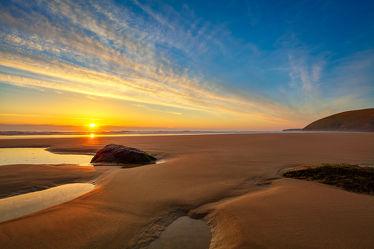 Sonnenuntergang an einem Menschenleeren Strand