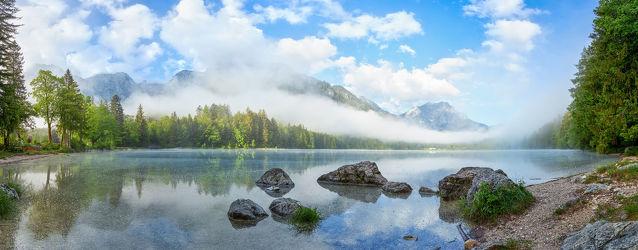 Bild mit Natur, Wasser, Berge, Wolken, Nebel, Österreich, Panorama, See, Langbathsee, Salzkammergut, Oberösterreich, Gebirgssee