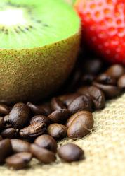 Bild mit Getränke, Kiwi, Erdbeere, KITCHEN, aroma, cafe, coffeetime, geröstet, Getränk, Heißgetränk, kaffee, kaffeebohne, kaffeebohnen, kaffeeduft, kaffeetasse, kaffeetassen, kaffezeit, tassen, ungemahlen, kaffe, Cappuccino, Mokka, Espresso, Küche, Küchen
