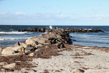 Wellenbrecher am Ostseestrand