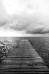 Bild mit Wasser, Strände, Urlaub, Strand, Ostsee, Meer, Steg, Holzsteg, See, Retro, Ostseebilder, VINTAGE, schwarz weiß, Ostseestrände, Stege, Pier, SW, holzstege