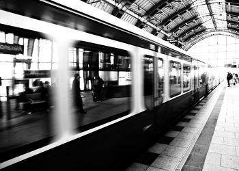 Bild mit Kunst, Züge, Berlin, Retro, VINTAGE, Fotografie, schwarz weiß, alt, Bahn, SW, Bahnhof, Zug, abteil, zugabteil