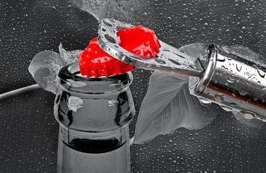 Bild mit Kunst,Wasser,Rot,Trinken,Küchenbild,red,Wassertropfen,Food,Küchenbilder,Colorkey,KITCHEN,Küche,Drink,opener,Flaschenöffner