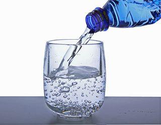 Bild mit Wasser, Trinken, Nahrung, Flasche, Wassertropfen, Food, Stilleben, Ernährung, getränk, Küche, Esszimmer, wasserflasche, wasserglas, glas wasser