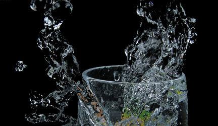 Bild mit Wasser, Glas, Trinken, Küchenbild, Wassertropfen, Food, Küchenbilder, frisch, water, getränk, Küche, Splash, Esszimmer, wasserglas, wasser splash
