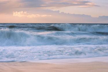 Bild mit Natur, Wasser, Gewässer, Meere, Strände, Wellen, Sand, Sonnenuntergang, Urlaub, Sommer, Sonnenaufgang, Strand, Sandstrand, Meerblick, Sunset, Insel, Beach, Ocean, Reisen, Am Meer, Strand & Meer, Abend am Meer, Reise, island, sea, seaside, ozean