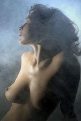 Aktmodel im Nebel 2
