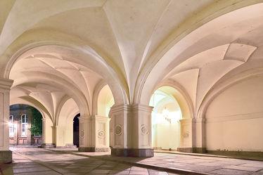Bild mit Architektur, Gewölbe, Görlitz, säule, Durchgang, Kreuzgewölbe