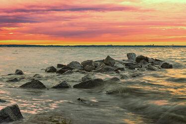 Ostsee Brandung bei Abenddämmerung