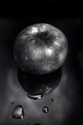 Apfel schwarz weiss