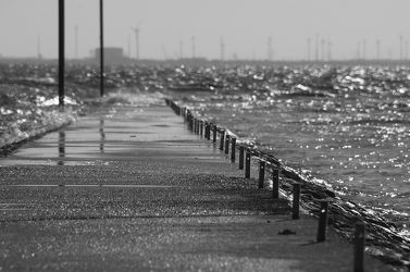 Der Steg am Meer schwarz-weiÃ?