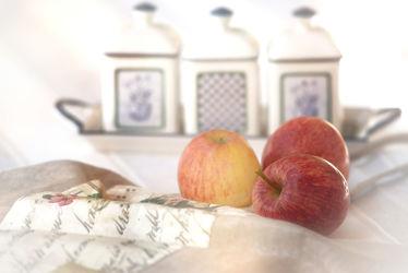 Bild mit Früchte, Lebensmittel, Essen, Tageslicht, Frucht, Hintergrund, Obst, Apfel, Stillleben, Food, Food Lifestyle, GENUSS, GENUSS, home, Geniessen, Zutaten, Leinwände, Poster, home decoration, Küchen Poster, Einrichtung, Porzellan