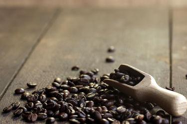Bild mit Essen, Getränke, Lebenmittel, Küchenbild, Küchenbilder, Kaffee Speziallitäten, KITCHEN, GENUSS, cafe, kaffee, kaffeebohnen, Küche, Löffel, Scheffel, Kaffeelöffel, Herz, Arabica, Bilder, Coffee, Geschmack