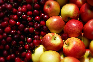 Bild mit Früchte, Lebensmittel, Sommer, Frucht, Obst, Küchenbild, Apfel, Apfel, Apple, Kirsche, Stillleben, Food, Food, Küchenbilder, KITCHEN, Küche, Küchen, Kochbild, Beere, cherry, Kirschen, apples, vegan