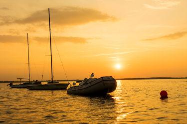 Bild mit Natur,Wasser,Sand,Sonnenuntergang,Sommer,Sonne,Strand,Meer,Gras,Schiffe und Meer,Strand und Meer,Strandhafer,Strandgras,Sommerstrand