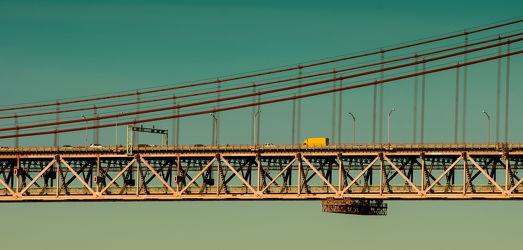 Bild mit Fahrzeuge, Architektur, Häuser, Brücken, Stadt, City, Europa, Lissabon, Hauptstadt, Portugal