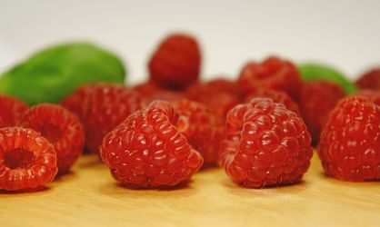 Bild mit Früchte, Lebensmittel, Beeren, Frucht, Obst, Erdbeere, Erdbeeren, Küchenbild, Himbeere, Himbeeren, Stillleben, Food, Küchenbilder, KITCHEN, Küche, Kochbild, Beere