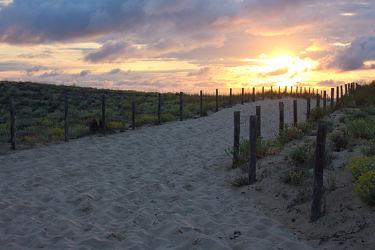 Bild mit Sand, Sonnenuntergang, Sonnenaufgang, Frankreich, Strand, Sandstrand, Weg, Düne, Dünen, Sandweg, Atlantik, zum meer